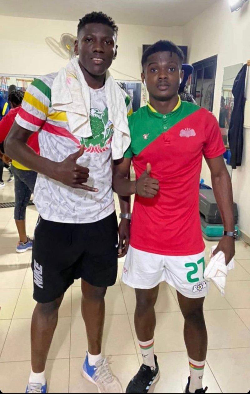 Amadou Camara la torsdag ut på sin Instagram at han trente med Moubarack Compaoré. Sistnevnte er ventet å komme til Sarpsborg i løpet av noen dager, mens det kan ta noe lenger tid med Camara.