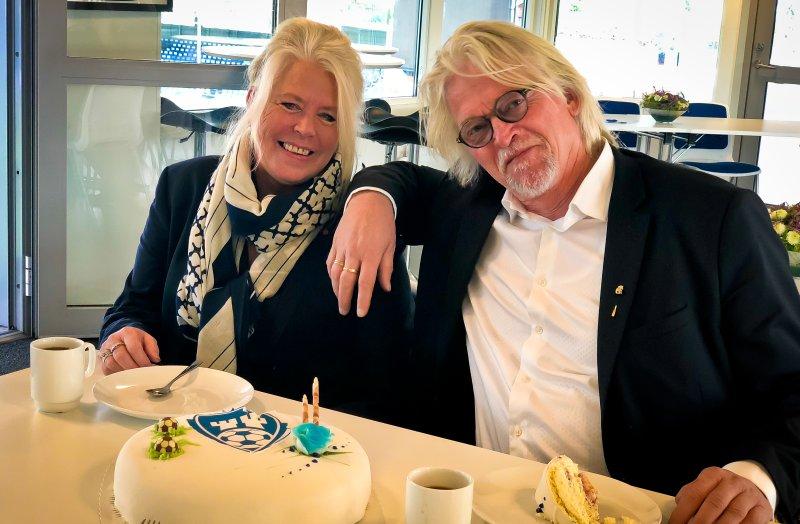FEIRET MED KAKE: Janne Darbakk og Ketil Koppang. (Foto: Alexander Klaussen)