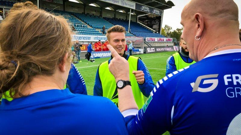 GULE VESTER: Kristoffer Normann Hansen og Sarpsborg 08 ble tidlig satt på plass. Her var det ingen tvil om hvem som var hjemmelag.
