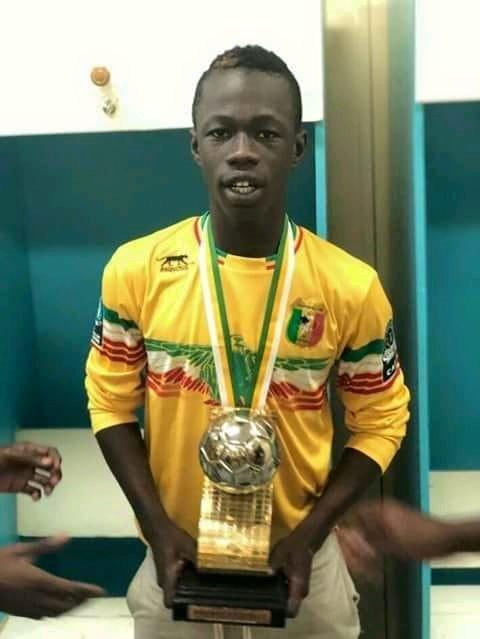 Et av flere trofeer for Konte. (Foto: Privat)