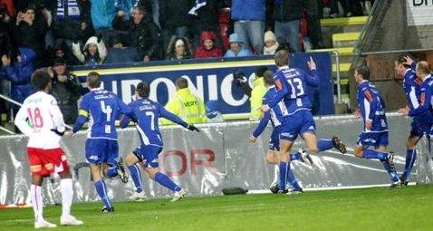 ØYEBLIKKET: 6. november 2009 vant Sarpsborg 08 i Fredrikstad. Fotballbyen våknet til live. (Foto: Thomas Andersen)